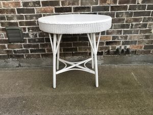 Antique wicker table for Sale in Katy, TX
