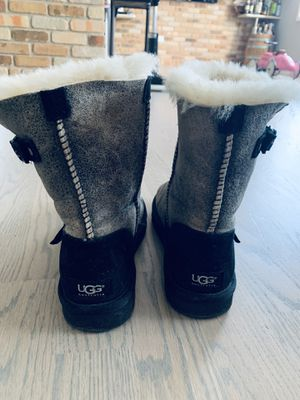 UGG women size 7 like new for Sale in Chicago, IL