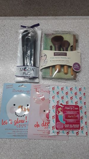 Makeup brushes and masks for Sale in Tustin, CA