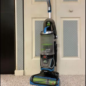 Bissell Pet Hair Eraser Lift Off Pet Swivel Vacuum for Sale in Bel Air, MD