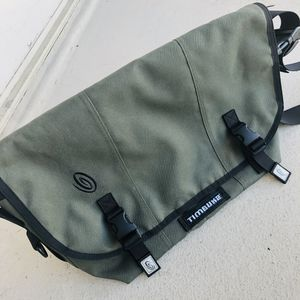 Timbuk 2 - like new - classic messenger bag - green medium for Sale in Arlington, VA