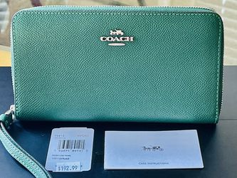 Coach Large Smartphone Wallet Wristlet for Sale in Santa Clara,  CA