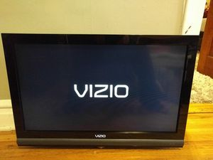 "Vizio 32"" LCD TV for Sale in Chicago, IL"