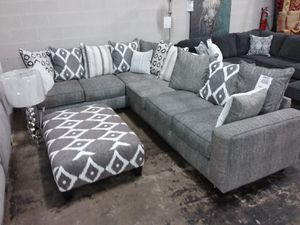 STONEWASH COLLECTION SECTIONAL SOFA WITH ACCENT PILLOWS for Sale in Farmers Branch, TX