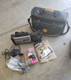 VINTAGE SIGNATURE 2000 VHS CAMCORDER WITH LEATHER BAG for Sale in Modesto, CA