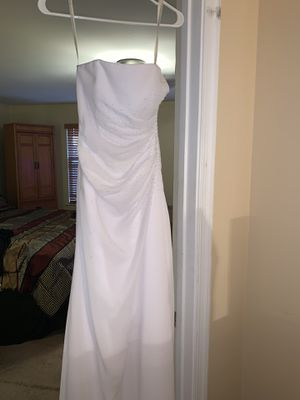 Size 2 David's Bridal white wedding dress for Sale in Severn, MD