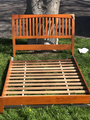 Beautiful Wood Queen Size Bed Frame for Sale in Albany, CA