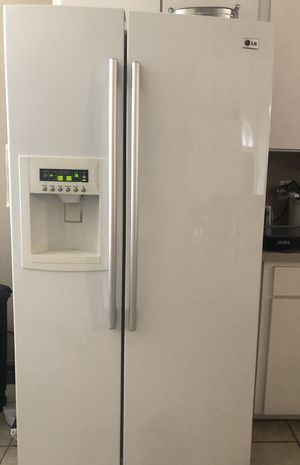 LG refrigerator for Sale in Auburndale, FL