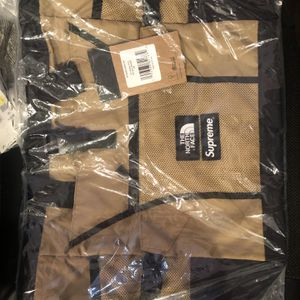 Supreme North Face Tote Bag Gold/Tan/Black SS20 NEW for Sale in Chicago, IL