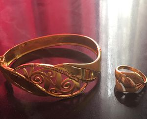 Bracelets with the Ring 21 carat real gold for Sale in Buffalo, NY