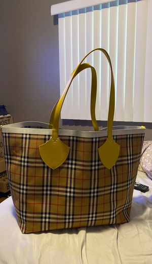 Burberry giant tote for Sale in Ferndale, MI
