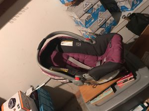 Car seat for child 18 months and under for Sale in Milton, FL