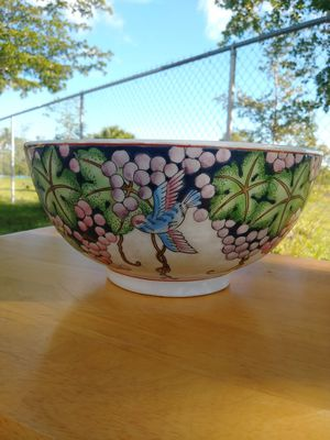 Beautiful Asian -style ceramic Bowl for Sale in Fort Myers, FL