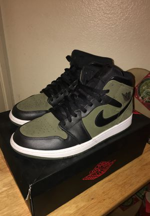 Air Jordan 1 Mid. Size 10.5 for Sale in Long Beach, CA