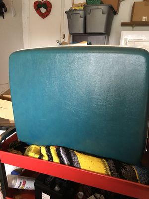 Large Samsonite hard shell suitcase. for Sale in Scott Depot, WV
