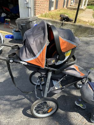 Joggers/ car seat with 2 bases for Sale in Douglassville, PA