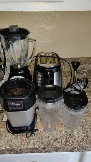 Hamilton 2 side bread toaster,Oster grinder,nutrininza smoothie maker, Hamilton hand blender for Sale in Houston, TX