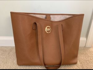 Authentic Michael KORS Jet Set Large Tote for Sale in Sudley Springs, VA