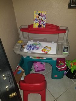 Kids Desk and chair for Sale in Saint Petersburg,  FL