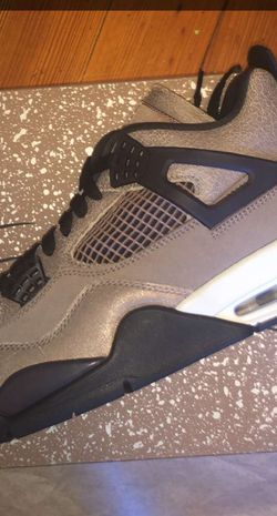 Air Jordan 4 Retro Taupe Haze Size 9 for Sale in Chicago,  IL