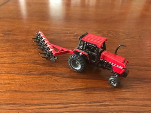 Case International Farm Tractor /International 6 Bottom Plow 1/64 scale for Sale in New Berlin, WI