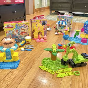 Eight Play-Doh sets, Like New for Sale in Chicago, IL