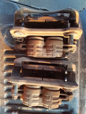2 front calipers for 2006 Mustang$80 for Sale in Fresno, CA