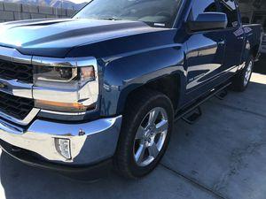 17 Chevy Silverado for Sale in Palmdale, CA