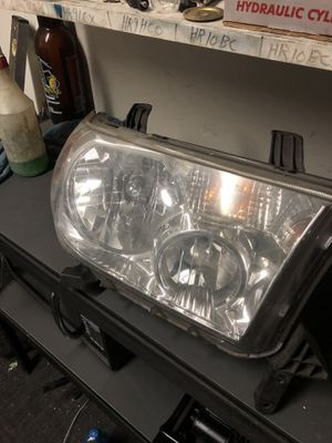 Toyota Tundra 07-13/Sequoia 08-17 Passenger Side OEM Headlight RH for Sale in Anaheim, CA