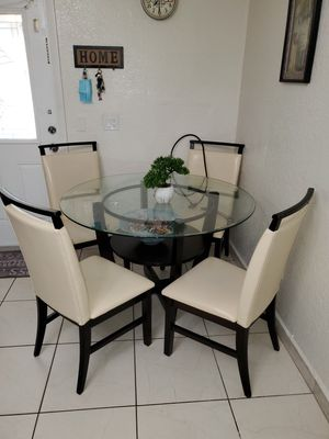 Mesa de comedor con 4 sillas/ Kitchen Table for Sale in Miami, FL