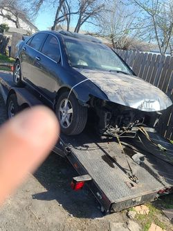 2004 Acura PARTS CAR ENGINE AND TRANS GOOD And HAVE TITLE for Sale in San Antonio,  TX
