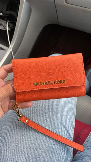 Micheal Kors wallet phone holder for Sale in Federal Way, WA