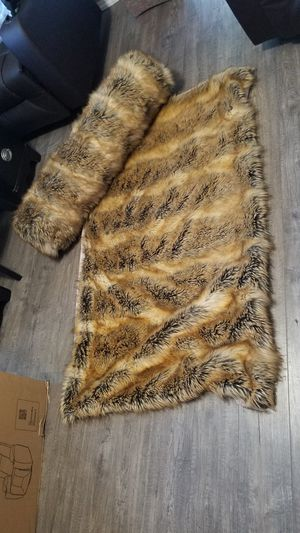 New Faux fur throw blanket and pillow. for Sale in San Diego, CA