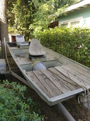 Aluminum Bass boat with title for Sale in San Antonio, TX