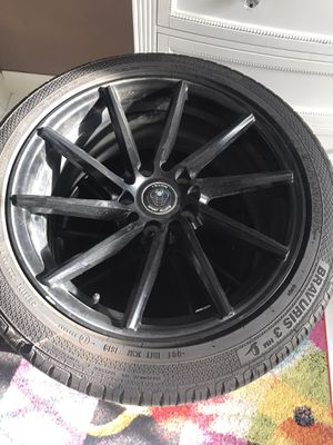 Venom rims and tires for Sale in Arlington, TX