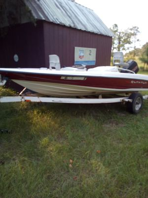 16 ft bass boat.90 hp merury force engine.Runs good 1996 model.comes with cover.new battery. for Sale in Claxton, GA