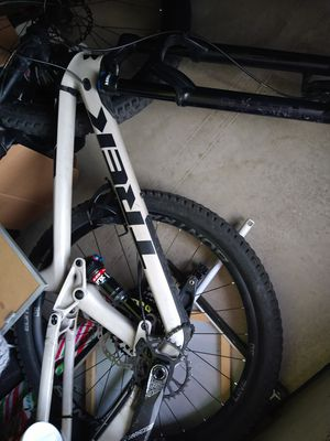 Trek fuel ex 9.7 friend has it for 1000 but he needs the money, had too many hits for it so he upped the price.just Rode it everything works great for Sale in Mesa, AZ