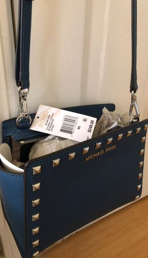 Michael Kors Selma Studded Saffiano Leather Medium Messenger Bag—new with tag for Sale in Redwood City, CA