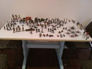 VINTAGE COLLECTION OF TOY SOLDIERS AND MILITARY VEHICLES for Sale in Kansas City, MO