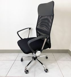 $60 (new in box) computer mesh office chair high back recline and height adjustable seat for Sale in Pico Rivera,  CA