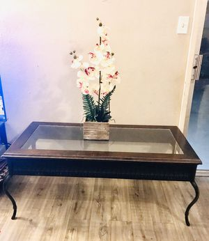 Coffee table for Sale in Corona, CA