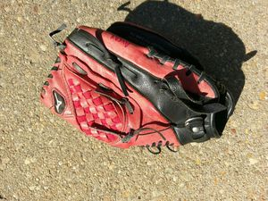 Youth glove for Sale in Glen Burnie, MD