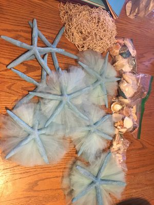 8 blue starfish and 4 small bags of seashells and one net for Sale in Fort Walton Beach, FL