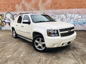 2013 Black Diamond Edition Chevy Avalanche for Sale in Humble, TX