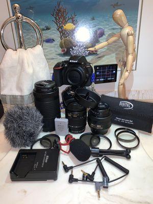 Nikon D5600 : camera / dslr for Sale in Beaumont, TX