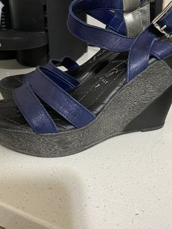 To scan Ella Classic Blue Platform Sandals Size 7 for Sale in Knightdale,  NC