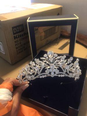 Beautiful elegant tiara bridal / quince for Sale in Rancho Cucamonga, CA