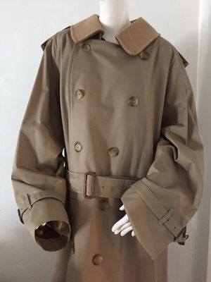 Geougous Burberry London multi Layer Coat for Sale in Tamarac, FL