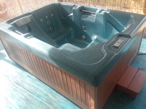 HOT TUB / SPA 3 SEATER WITH LOUNGE (FREE DELIVERY) for Sale in Englewood, FL