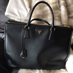 Barely used - Prada Tote Bag for Sale in Westminster, CA